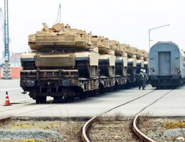 Картинки по запросу 900 вагонов техники для войны с Россией: