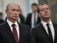 Русские муж и жена с другом, предметы быта в писе